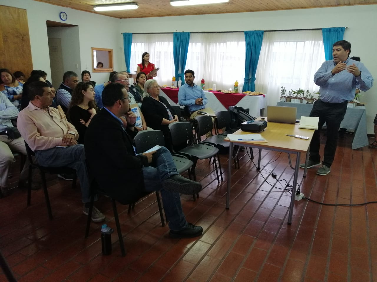 Empresa Fiordo Austral Group se reúne con vecinos de Escuadrón