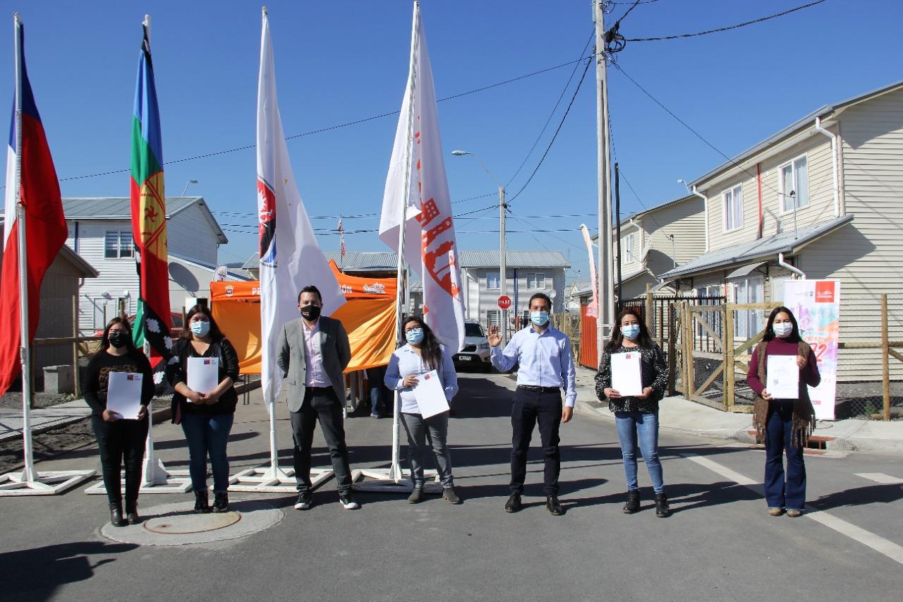 154 familias de Coronel recibieron las escrituras de sus viviendas